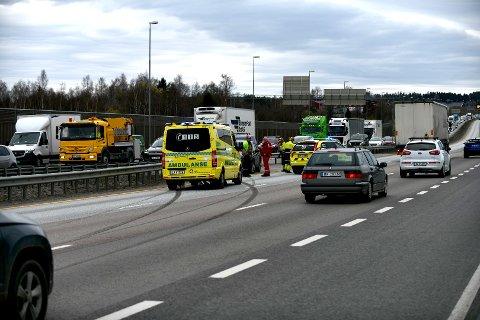 E6-SMELL: Tirsdag ettermiddag oppsto det trafikale problemer etter et trafikkuhell på E6 ved Olavsgaard.