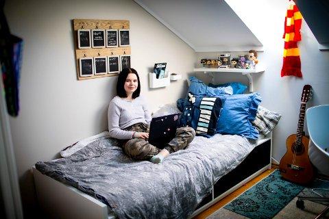 OPPGJØR MED SKOLEPRESS: Julie Berge Westreng (12) mener presset i skolehverdagen er minst like alvorlig som nettmobbing.