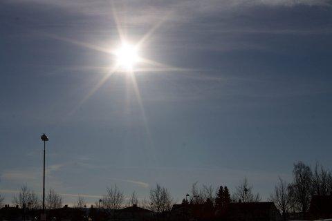FINVÆR: Sola sto allerede høyt på himmelen lørdag morgen.