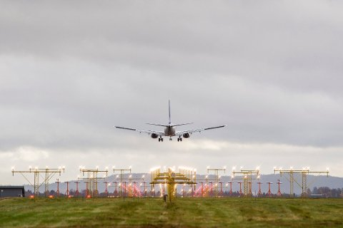 BEKYMRET: Antall brudd på droneforbudet ved Oslo Lufthavn doblet seg fra 2017 til 2018. – En kollisjon mellom drone og fly kan få fatalt utfall, og i verste fall føre til dødsulykker, sier en bekymret Bente Heggedal Løvold i Luftfartstilsynet.