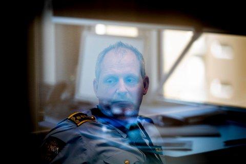 ETTERFORSKER: Politiinspektør Tommy Brøske gjør det klart at politiet ser alvorlig på svindelforsøkene mot familien Hagen.