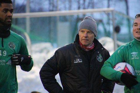 SOLIDE SIFRE: Før seriestart har Tom Gulbrandsen ledet «Nye Skjetten» til to svært overbevisende cuptriumfer med 11-1 i målprotokollen. Nå venter trolig et lag fra Eliteserien eller OBOS-ligaen i første runde av NM.