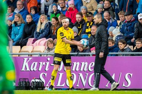 BANDAJSE: Simen Rafn måtte stiftes etter han ramlet ned på fotballskoen til RBK-innbytter Samuel Adegbenro.
