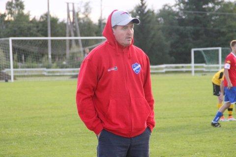 MOTSTANDERSKRYT: Blaker-trener Fredrik Larsen mener at Fu/Vo er det mest solide laget de har møtt.