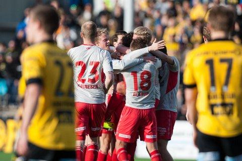 CUPBOMBE: Strømmens spillere jubler etter 1-1under cupkampen mot Lillestrøm i 2015. Nå møtes lagene i 3. runde igjen.