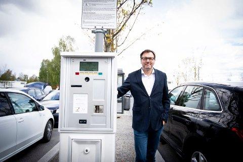 SATSER PÅ APP: Etter lang tid med automattrøbbel innfører Ahus en egen parkerings-app. Den nye appen vil være på plass før sommerferien,  sier Morten Løkken Bendiksen, direktør for facility management ved Ahus.