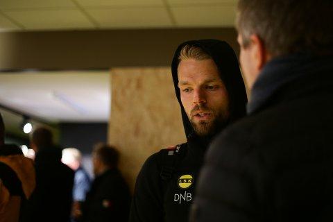Marerittdag: Mats Haakenstad fikk det riktignok ikke lett, men gjorde også store feil mot tremålscorer, Amor Layouni. Foto: NTB scanpix