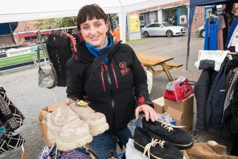 BUFFALOSKO: Monica Riise fra Nannestad hadde blant annet med seg et par nye sko av merket Buffalo, som hun kjøpte på midten av 90-tallet en gang.