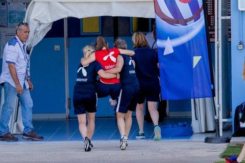 Emilie Haavi skadet kneet på trening i Cannes torsdag og måtte støttes ut. Foto: Stian Lysberg Solum / NTB scanpix