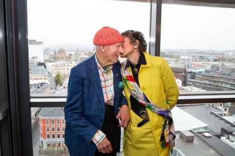 DAGLIG KYSS: Hver dag får Olav Thon et kyss på kinnet av Sissel Berdal Haga før han drar på jobb. Foto: Alexander Winger (Nettavisen)