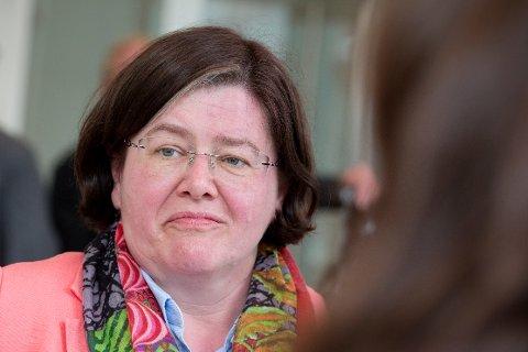 Fylkesordfører i Akershus Anette M. Solli (H) vil se på mulighetene for å revidere elbilrabatten.