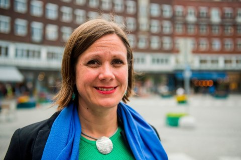BILKRIG: Byråd for byutvikling Hanna Marcussen (MDG) kommer med ambisiøse planer om å fjerne bilene i over 50 nye gater i Oslo.  Foto: Fredrik Varfjell (AFP)