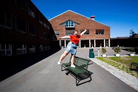 Fikk ikke vitnemål: En feil gjort ved Lillestrøm videregående skole gjorde at Iselin Andresen Olafsen ikke fikk vitnemål. Problemet ble løst at hun fikk ta et fag som privatist, hvor hun måtte lære seg ett årspensum på en uke.