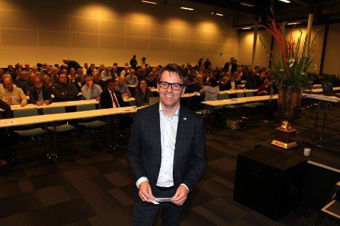 KREVENDE: Styreleder Per Erling Løkken i Lillestrøm Høyre under nominasjonsmøtet i november. Han legger ikke skjul på at interne konflikter og de to varslene mot ham har vært krevende, men mener partiet nå har samlet seg og ser framover.