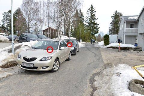 BØTELAGT: Problemet med parkering i gatene rundt skolen har vært så stort at politiet til slutt måtte gi bøter.