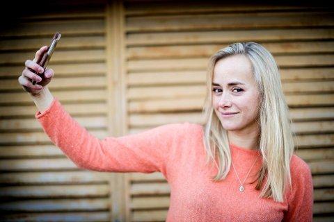 NOMINERT TIL ÅRETS ROMERIKING: Tale Maria Krohn Engvik, bedre kjent som «Helsesista» kan vinne prisen Årets romeriking. Hun er med på å gjøre vanskelige temaer mindre tabubelagt for unge.