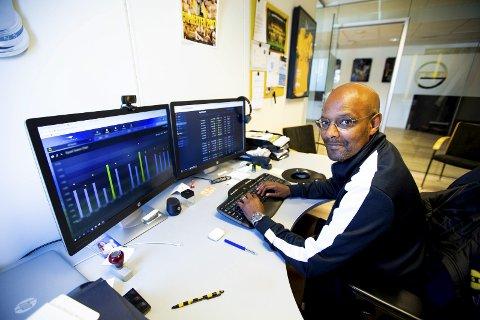 FORNØYD MED ENDRING: Simon Mesfin, sportssjef i LSK, er tilfreds med at LSK får en ekstra dag å forberede seg på etter koronakarantene.