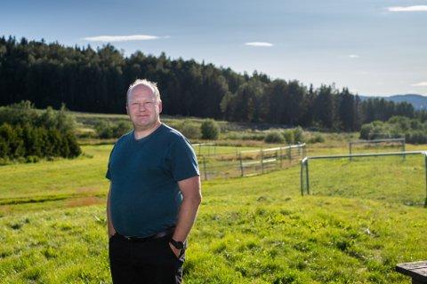 SKEPTISK TIL PARKPLANER: Steinar Sidselrud, beboer ved deponiet og miljøgeolog, er skeptisk til kommunens planer.