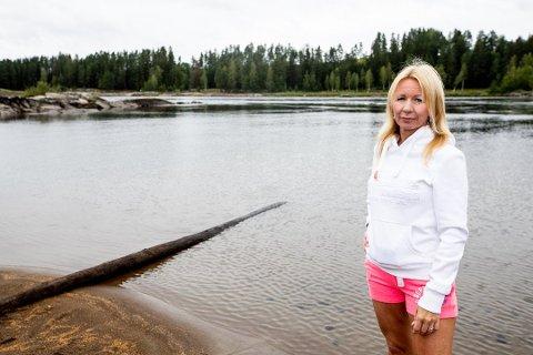 Fryktet dødsfall: Kjendisblogger Anne Brith Davidsen oppdaget badende på flytemadrass i de kraftige strykene ved Bingsfossen i Glomma. Foto: Tom Gustavsen