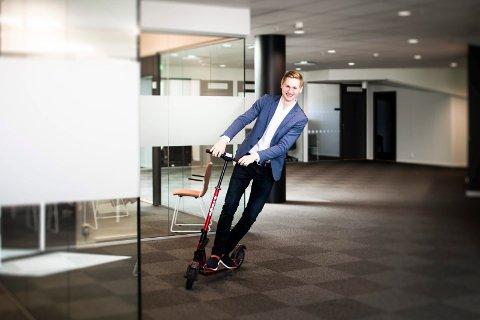 20-åringen leier kontorplass i toppetasjen på Portalen i Lillestrøm.