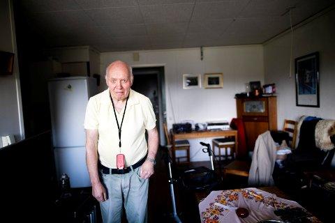 TYVERI: Mens Asbjørn Sund (76) var en kort stund i kafeen, gikk tyven inn i leiligheten og tok lommebok, nøkkel og 15-20 DVD-er.