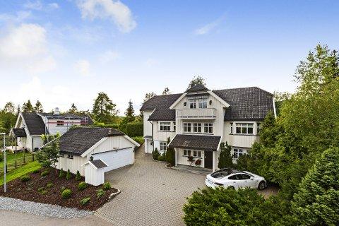 FLYTTER: Bjørn Dæhlie flytter fra villaen i Holter til Eidsvoll. Nå ligger huset hans ute for salg.