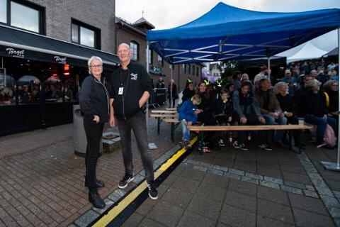 HEKTISK HELG: Denne helgen under Jessheimdagne er årets mest hektiske for pubeierne Beate og Kennet Rustad. FOTO: VIDAR SANDNES