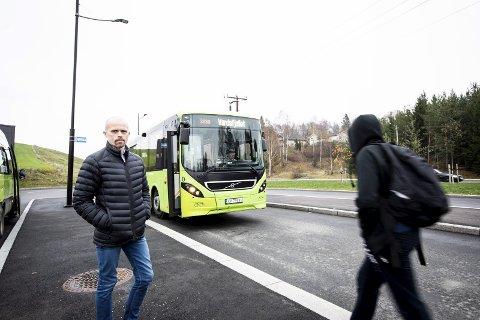 REAGERER: FAU-leder Knut Arild Nupen reagerer på at elever måtte stå på bussen, men er glad for at Ruter nå rydder oppp. ARKIVFOTO