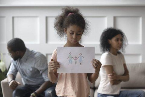 Innsenderen opplever at barnet ikke vil være hos faren etter samlivsbruddet. Familieterapeuten råder paret til å endre samværsordningen for en periode.ILLUSTRASJONSFOTO: COLOURBOX