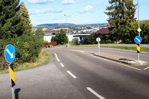 UOVERSIKTLIG: Slik opplever sjåførene i Per Morks veg utkjøringen til Øvre Rælingsveg