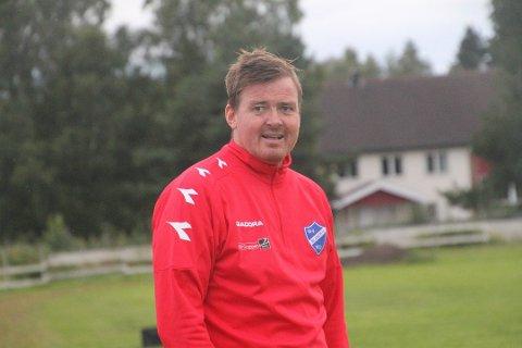 FORNØYD: Blaker-trener Frederik Larsen var en svært fornøyd og glad mann etter 3-1 seieren mot serieleder Fu/Vo lørdag ettermiddag.