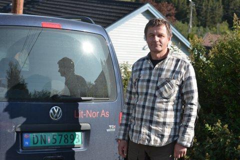 Stasys Matijoska (58) befant seg i bilen sin, da han var vitne til jordraset i Nittedal. Han beskriver det som en skremmende og ubehagelig opplevelse.