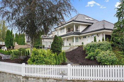 PÅ TOPP: Denne villaen på Rasta er Romerikes dyreste enebolig akkurat nå.