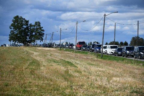 BOM STILLE: Slik så trafikken ut ved Hektnersletta ved 16-tiden mandag.