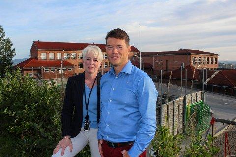 BREDT: Ståle Grøtte og Heidi Finstad bedyrer at forhandlingene i Rælingen ikke er ferdige og det ikke foreløpig ikke er klart hvem som får de ulike posisjonene.
