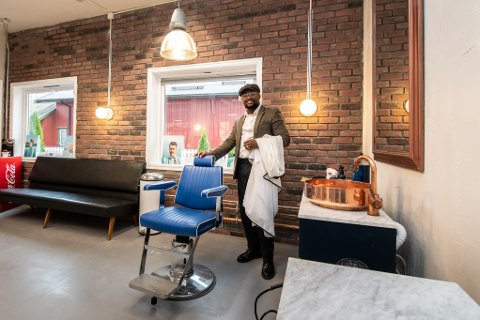 EKSTRA LUKSUS: Isaac Boadi vil gi kundene en skikkelig god opplevelse når de tar turen innom hans nye salong