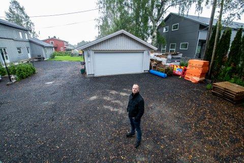 VIL TA SAKEN TIL RETTEN: Jan Andersen vil ta saken til retten, etter at han mener at utbyggeren forårsaket vannlekkasje i kjelleren hans. Det vil koste flere millioner å rette opp.