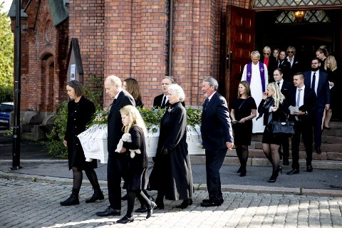 Tok farvel: Uranienborg kirke i Oslo var fylt til trengsel da artisten Anne Grete Preus ble bisatt torsdag formiddag. Alle foto: Tom Gustavsen