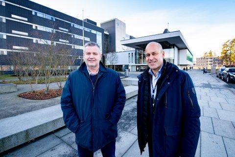 AVTALE: LHL-direktør Frode Jahren og Ahus-direktør Øystein Mæland skrev mandag under en intensjonsavtale som kan bety at Ahus overtar mye av LHL-sykehusets virksomhet.