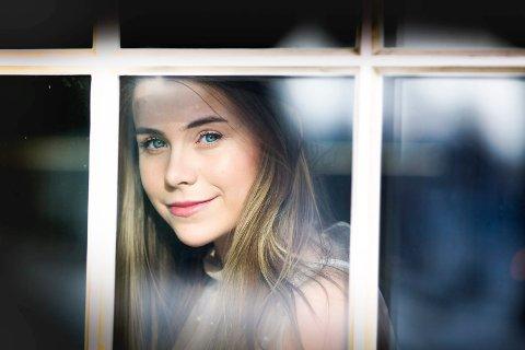 Mina Jacobsen fra Eidsvoll er kun 18 år, men har på kort tid gjort seg bemerket for sine «Bullet journals». Hun har over 80.000 abonnementer på Youtube.