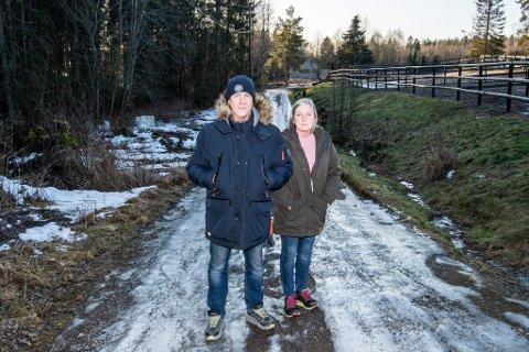 KNUST DRØM: Hestegården har vært en stor drøm for Hilde Grønvold. I 2015 kjøpte hun og Rune Johannessen eiendommen. Nå frykter de at gården skal bli ødelagt.