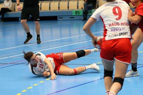 BLE FOR TØFT: Hanne Morlandstø og resten av Rælingen-jentene fikk det svært tøft mot Byåsen onsdag og tapte til slutt med 12 mål.