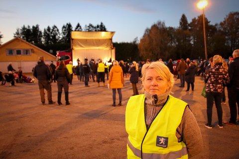 BEKYMRET: Ninni Aarhus Tranum har bodd i Fenstad hele livet. Nå frykter hun at at bygda kan bli delt av E16.