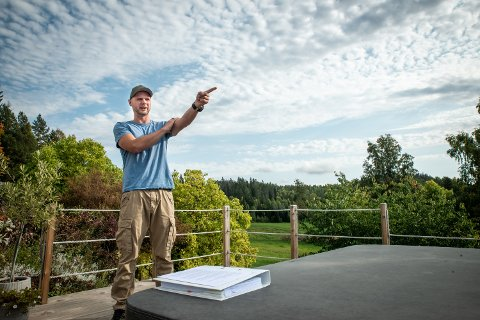 STØY OG STØV: Nabo til Jølsen Miljøpark, Henning Breivik, reagerer på at miljøparken driver med forurensende aktivitet fire år etter at tillatelsen fra kommunen gikk ut.