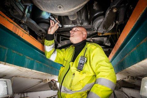 – SKUMMELT: Kontrolleder Bjørn Uno Rogneby opplyser at Statens vegvesen luket ut flere bilister som ikke bør være i trafikken.