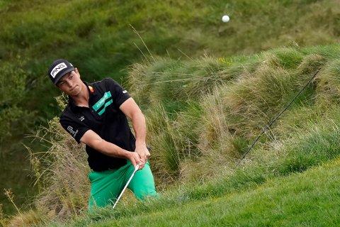 Viktor Hovland i aksjon i PGA-turneringen i Thousand Oaks i California. Foto: Marcio José Sanchez, AP / NTB