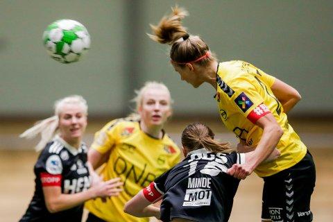Lillestrøm 20201110.  LSKs Justine Vanhaevermaet scorer 1-0 målet under cupkampen mellom LSK Kvinner og Rosenborg i LSK hallen. Foto: Vidar Ruud / NTB