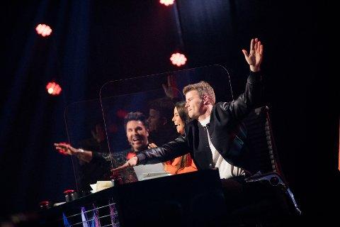 """Detektiv-panelet Jan Thomas, Marion Ravn og Nicolay Ramm skal sammen med tv-seerne gjette hvem som skjuler seg bak maskene i """"Maskorama"""" på NRK"""