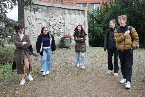 F. v. Kien Ninh Do, Ashna Usman, Sara Sasson, Nina Victoria Skrimstad og Sigurd Østrem er enige i at det er bedre å være litt på skolen enn ikke i det hele tatt.