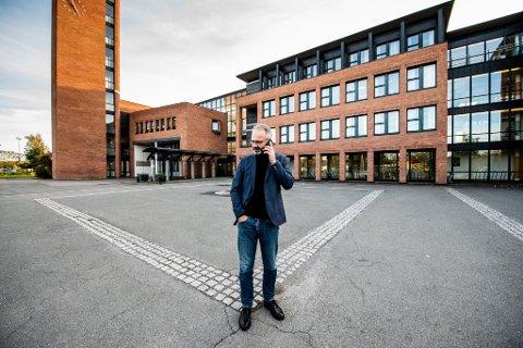 ØNSKER DEG TYDELIGERE FØRINGER: Lillestrøm-ordfører Jørgen Vik (Ap) mener staten burde si tydelig hvilke tiltak som skal gjelde for områder med høyt smittetrykk.